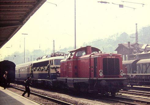 Eröffnungstag 14.05 1965: V100 1237 stellt Sonderzug zur Rückfahrt bereit (Aufnahme: Dr. Richard Vogel, Berlin)
