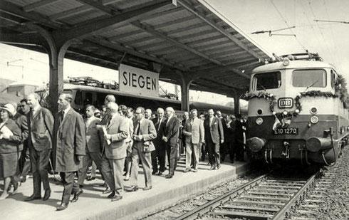 Nach Einfahrt der beiden Eröffnungszüge in Siegen am 14.05.1965