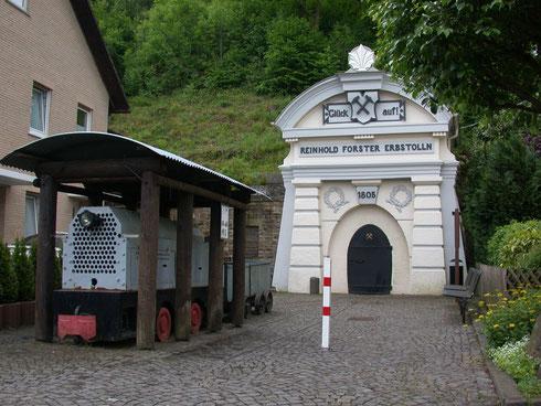 Eiserfeld 2009: Museumsstollen im Gelände der Grube Eisenzecher Zug