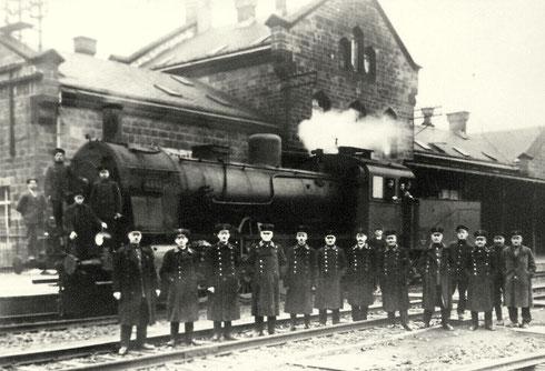 Preußische 4862 Elberfeld (nachmalig 55 1764) im Jahre 1918 vor dem Bahnhofsgebäude Kreuztal