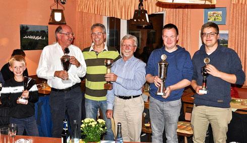 So sehen Sieger aus (v.l.): Lorenz Horn, Jörn Blunck, Rainer Fröhlich, Reinh. Münch, Seb. Baier, Dom. Schott