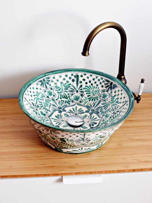 Waschbecken bemalt grün-weiß
