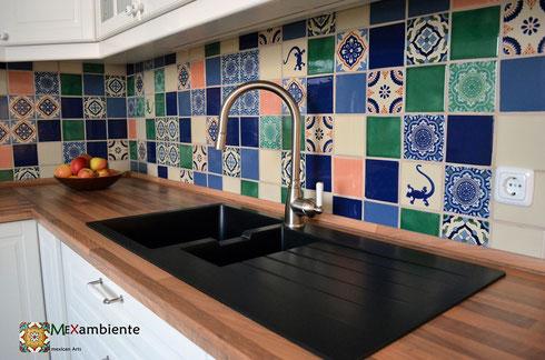 mexikanische fliesen als fliesenspiegel in der k che. Black Bedroom Furniture Sets. Home Design Ideas