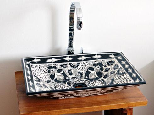 Design Waschbecken schwarz-weiss aus Mexiko