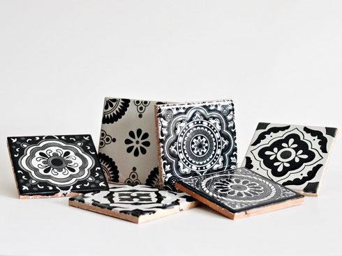 Schöne schwarze Fliesen mit Muster aus Mexiko