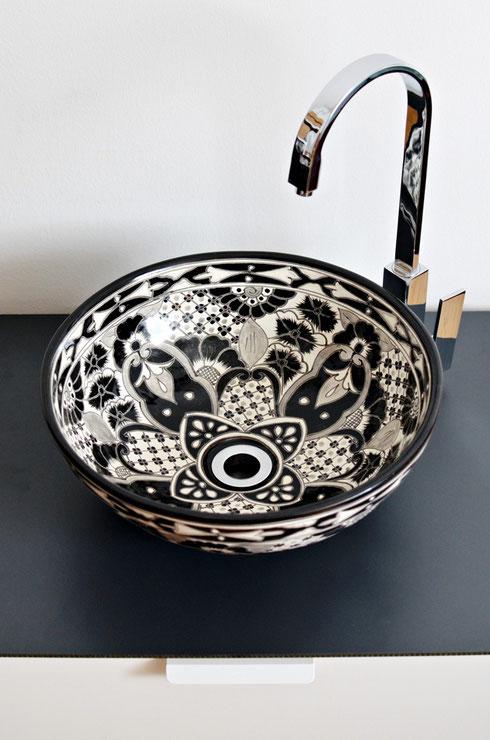Waschbecken bemalt Schwarz-weiß
