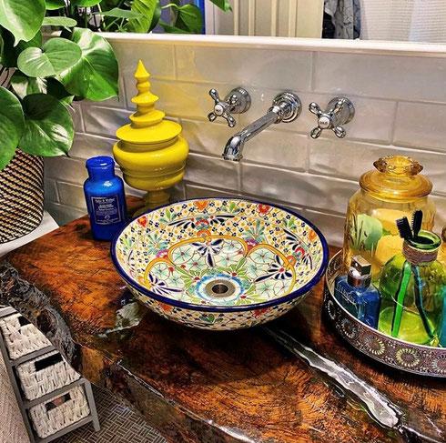 Bunte Waschbecken für Gäste-WC