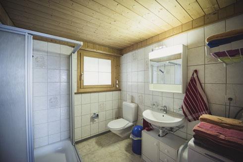 Im EG: WC und Dusche