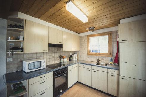 Grosszügige Küche, Mikrowelle