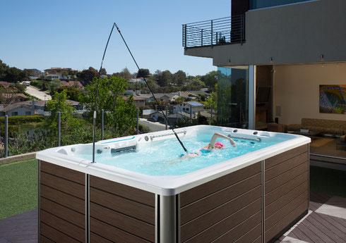 Kombinieren Sie Ihren SwimSpa mit einem Schwimm-Haltegurt bei uns in Aarberg (Bern/Schweiz) testen