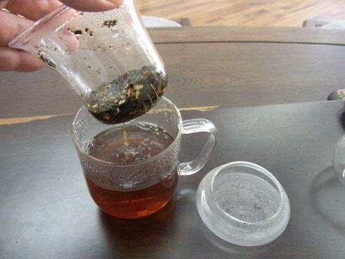 茶こしを外します