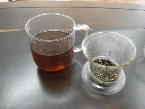 茶こしはフタにおいて下さい
