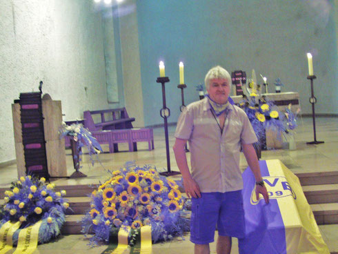 rjmendera beside coffin of FRANZ JACOBI -FOUNDER of BVB JULY 28th 2013