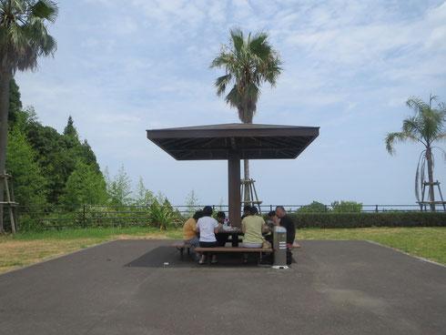 たまには外でお食事。青島です。