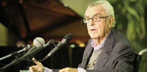 Jean-Pierre Vernant lors de sa conférence au lycée Le Corbusier à Aubervilliers, en octobre 2006.