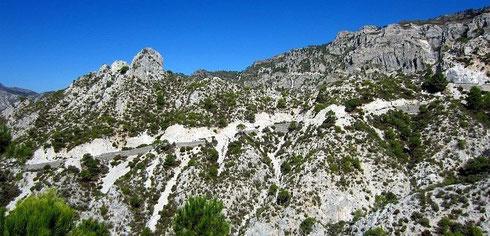Andalusien: auf der A4050 (das ansteigende Band), hier der Blick zurück nach Norden