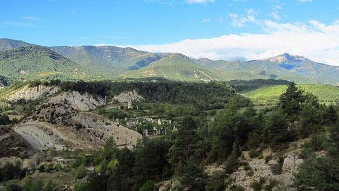 Vom Städtchen Fiscal aus in Richtung SO auf der N-260 unterwegs. Fiscal liegt am in den Zentralpyrenäen entspringenden Río Ara (Ara span.: Papagei), der bei Aínsa in den Río Cinca mündet (2012)