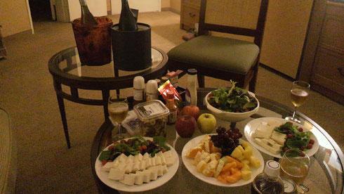 ワインバーのテーブル