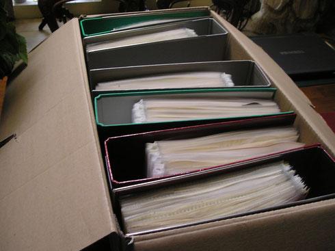 Het herbarium bestaat uit vele ordners