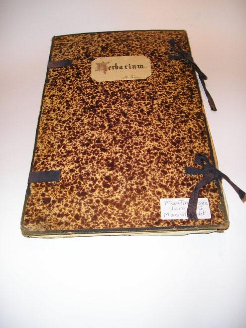 Herbarium Martin Vossen te Maastricht planten verzamelt in de oorlogsjaren collectie herbarium frisicum