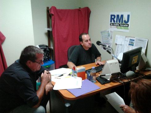 Jean Noël Pinaud le metteur en scène et Philippe Quiquempois le réalisateur de la bande son dans le studio de RMJ