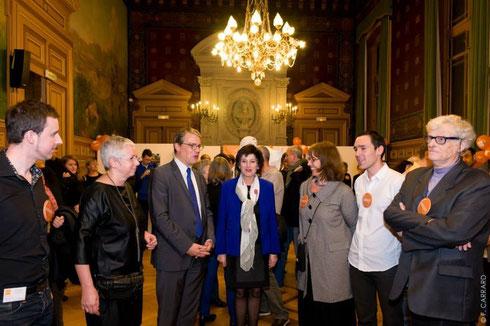Hélène Lepoivre, présidente de Contact France, Patrick Broche,député -maire , Dominique Bertinotti , ministre de la Famille et  Sylvie de Lannoy, présidente de Contact Paris Ile de France entouraient de nombreux bénévoles.