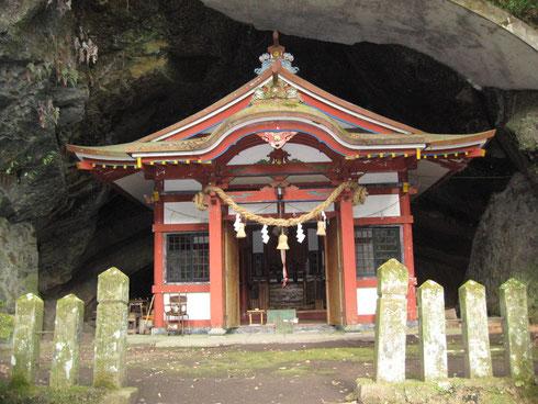 飛鳥時代の白雉二年に建立されたという下宮の社殿
