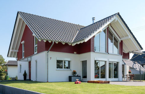 4 bedroom house with render and timber exterior