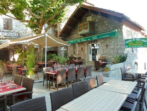 4 - Auberge du vieux Lanas - Bar Hôtel Restaunant - au look du vieux village