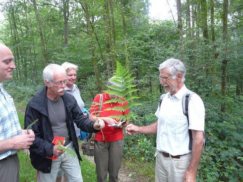 Dr. Lopata mit Teilnehmern der Exkursion   © Jörg Pape