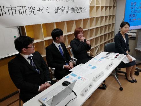▲「若者、外国人が起業しやすい環境の整備『UTSUNOMIYA VALLEY計画』」(栃澤、ハイ、松田、吉田チーム)の発表
