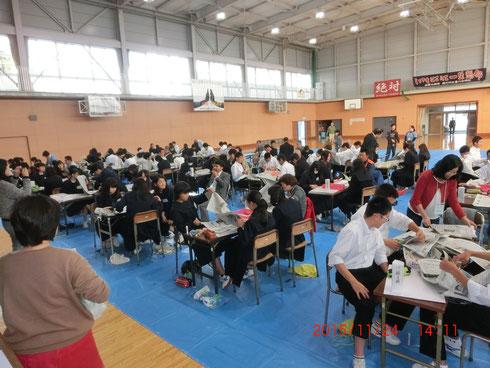 平成27年度 寒川中学校・一之宮小学校(共催)「まわしよみ新聞をつくる」