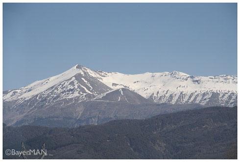 Verschneite griechische Berge