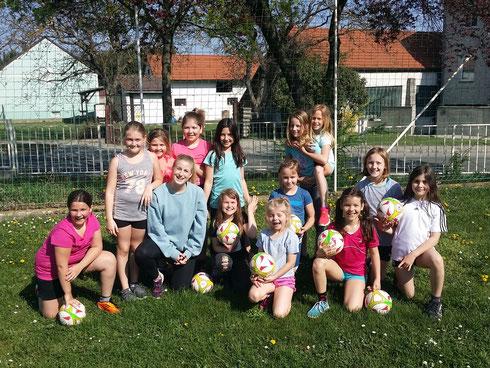 Unser Mädchenteam 2018 mit Coach Anna Patsios