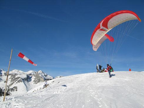 Paragleiten im Winter bei wenig Flugbetrieb