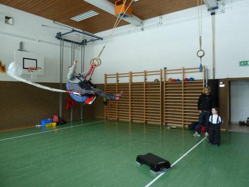 Gleitschirm und Drachen Retter packen der Flugschule Austriafly in Werfenweng Pongau