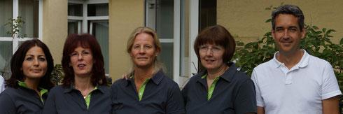 Dr.med. Mathias Jungclaus und sein Team: Belgin Ucar, Elke Lemke, Barbara Hamacher, Charlotte Malchow (von links)