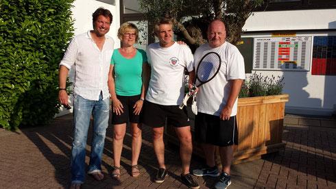 v.l. Dirk Schröllkamp (1.Vorsitzender TVO), Barbara Blättermann, Volker Schukalla, Wolfgang Krause (Jugendwart TVO)