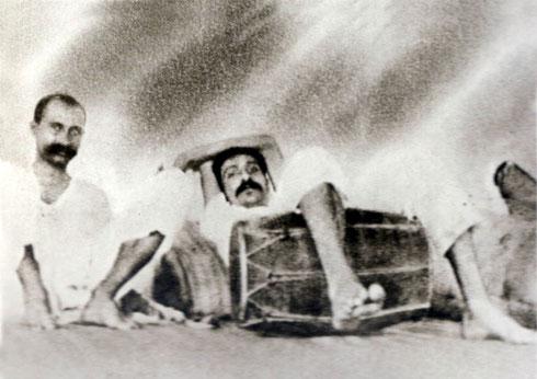 LP : 1922 - Meher Baba resting with Gustadji Hansotia