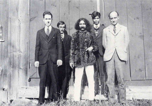 1931 : Baba at Hancock, NH.  Malcolm Schloss ( left ) with Meredith Starr & Agha Ali on Baba's right. Courtesy of Lord Meher - p.1464