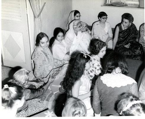 1969 : Katie ( top right ) at Guruprasad, Poona, India