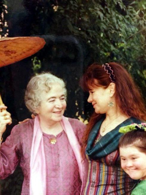 Raine and her daughter Freiny with Mani Irani