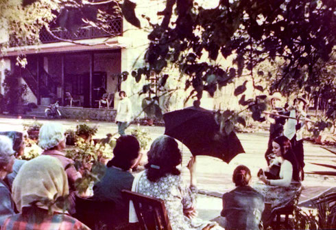 1978-79 : Rainy performing for the women mandali at Meherazad, MS., India