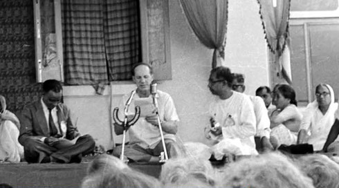 Darwin Shaw reading Meher Baba's message