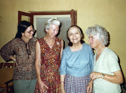 (L-R) Anne Giles, Judith, Mehera Irani & Joan Bruford at Meherazad, India. Photo courtesy of Anne Giles