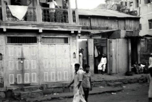 1976 : Kasba Peth bhajan room in Poona - Courtesy of John Connor