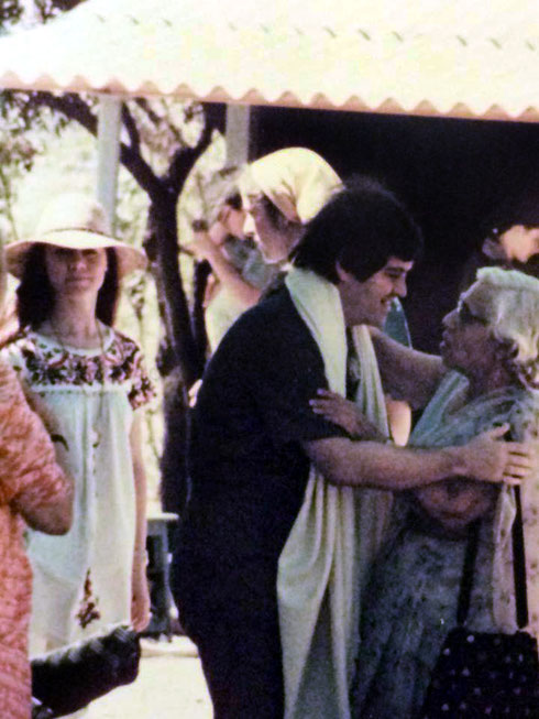 1978, U.Meherabad : Allan greeting Dr.Goher, with Raine standing behind them. Photo courtesy of Rainy Day Designs