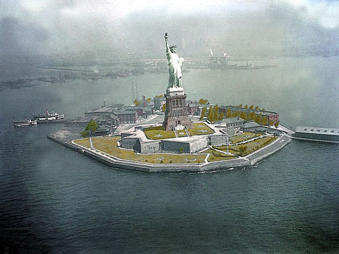 The Statue of Liberty 1930, one year prior to Meher Baba's visit to New York - Claimed to be the 1st colour photo in America
