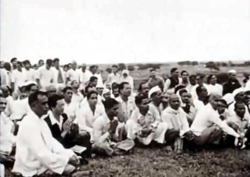 """1954 , Meherabad, India ; Hitaker sitting with his hands together  - Courtesy of """"Meher Baba's Call"""""""