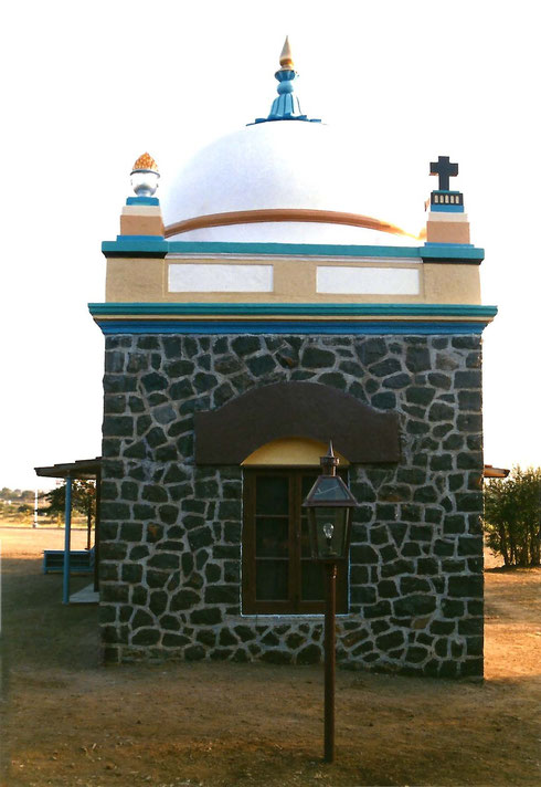 Looking north ; Tomb's rear view - 1988 ; photo by Anthony Zois